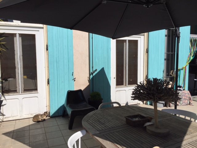 NARBONNE -  APPARTEMENT avec TERRASSE et PARKING.
