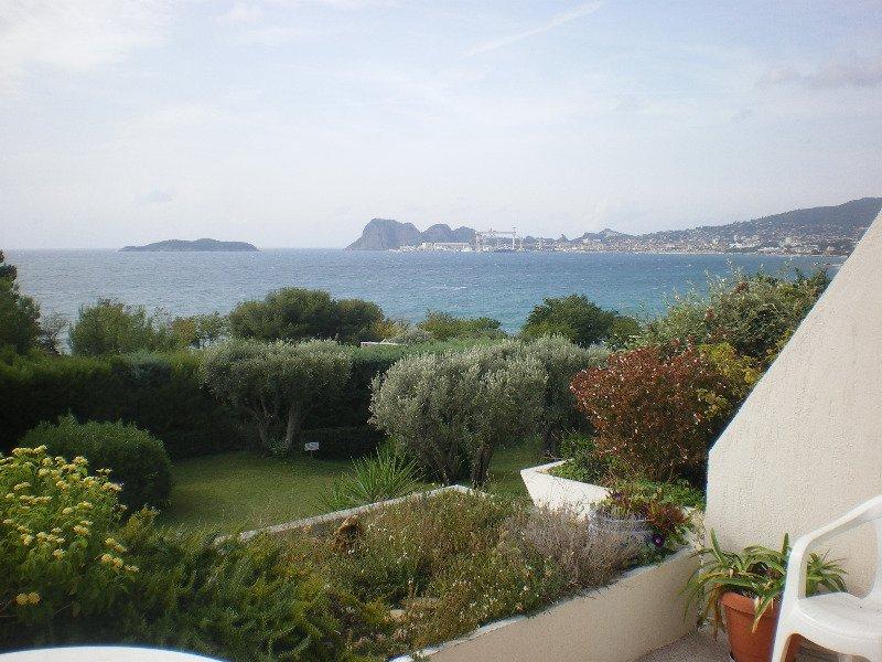 A Vendre VIAGER OCCUPE  dpt 13 bouches du rhone  La Ciotat T3 vue mer, terrasse 80m², place de parking, vente à terme en usufruit viager occupé.