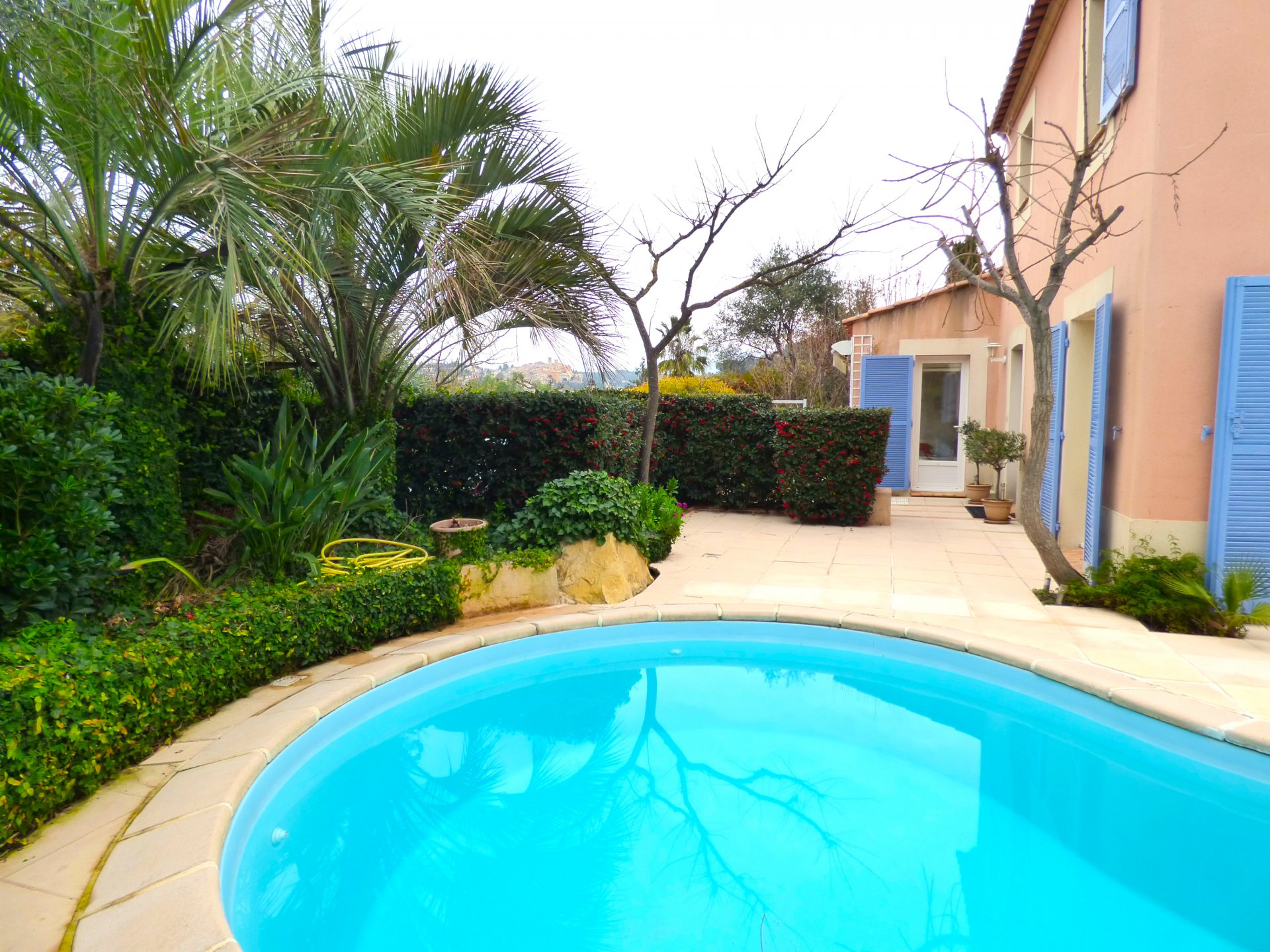 French riviera, Near Antibes , in BIot , 4 bedrooms , swimming pool ,