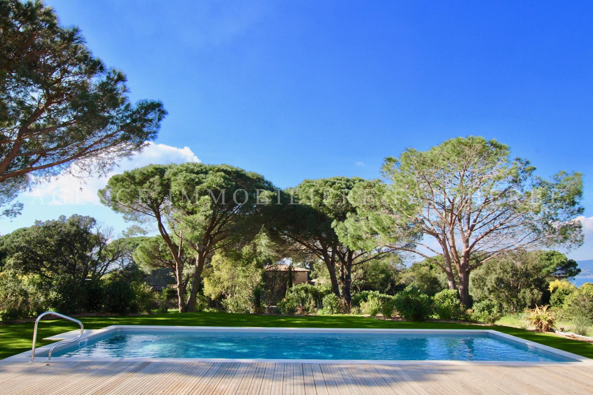 Parc de St Tropez, villa vista mare con piscina