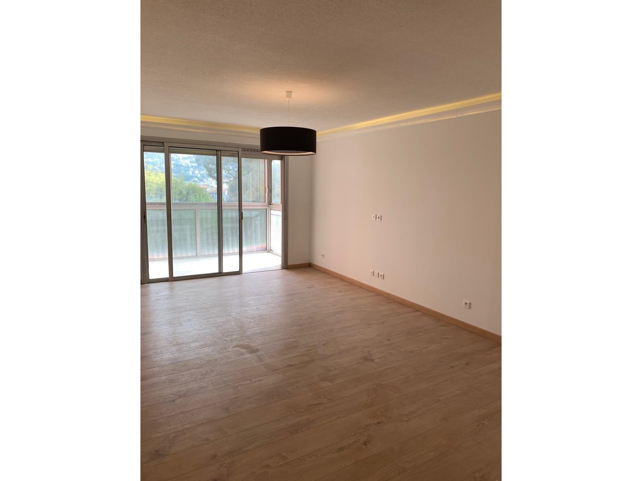 Bas arenes de cimiez  :  4 Pièce(s) 80 m² , terrasse , possibilité garage ,