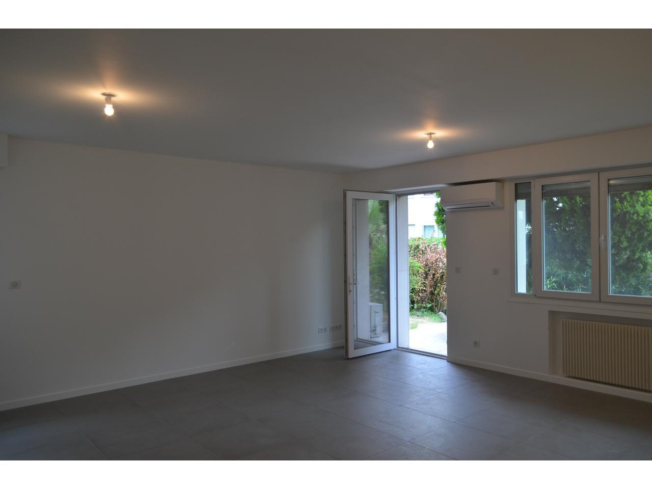 Ste marguerite : superbe 3 Pièces 80 m2, rez de jardin , jardin 180 m2 , rénové , possibilité garage.