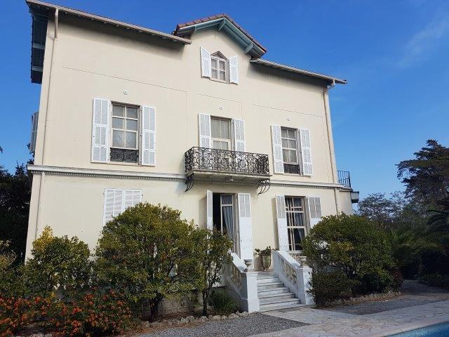A la vente, Superbe maison Cap d'Antibes