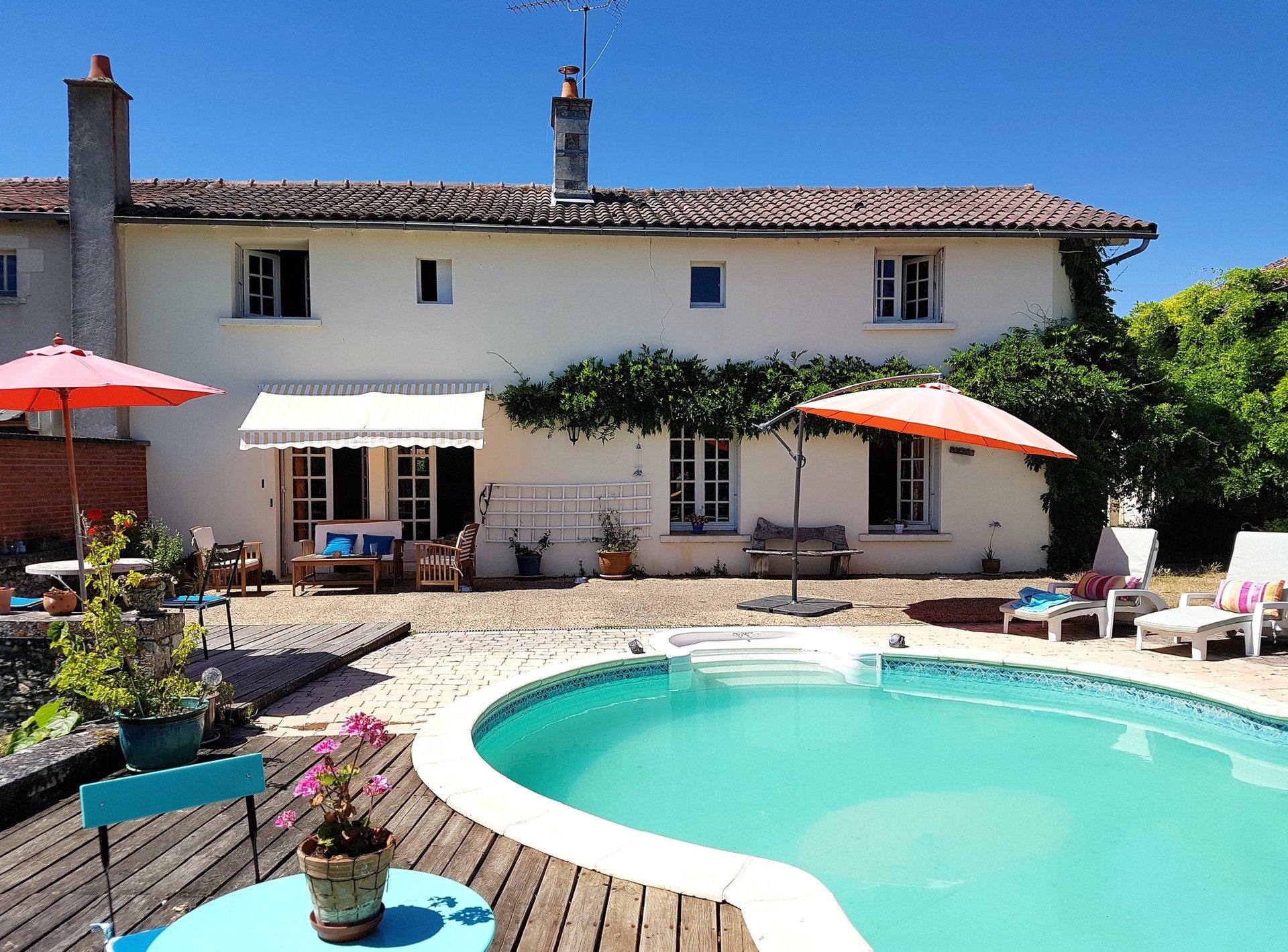 Haus mit Schwimmbad zu verkaufen bei Montmorillon, Vienne 86