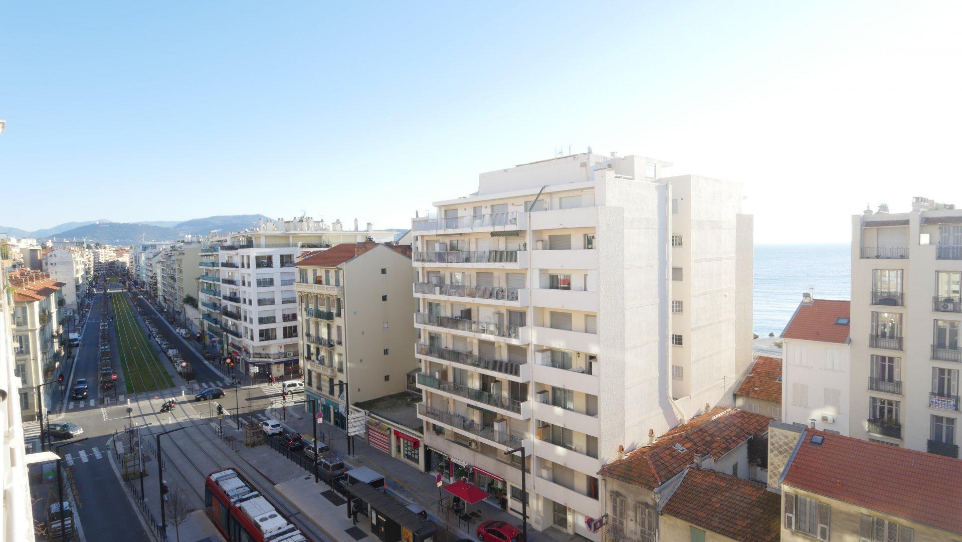AVENUE DE LA CALIFORNIE, 3 pièces avec balcon