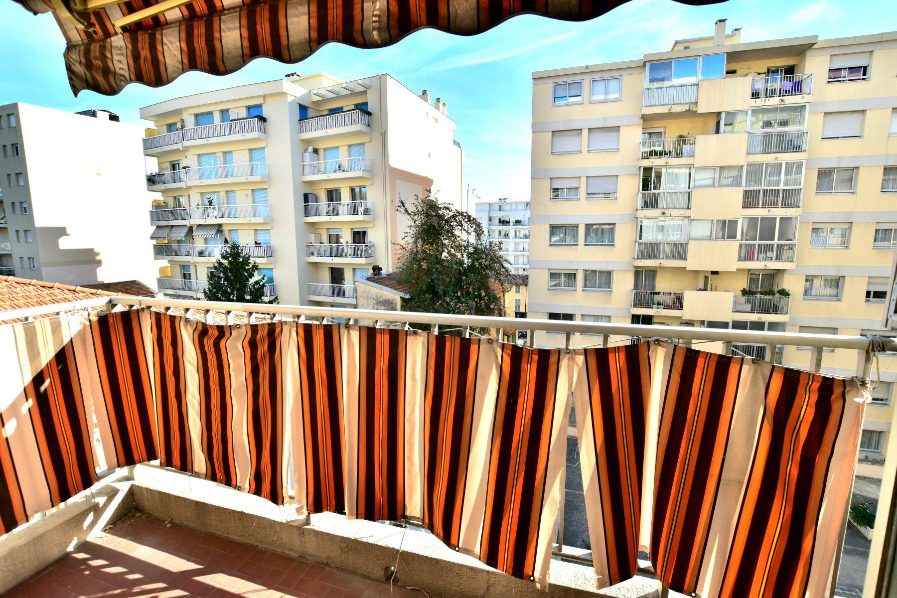 2 pièces 42 m² en location vide Nice Californie
