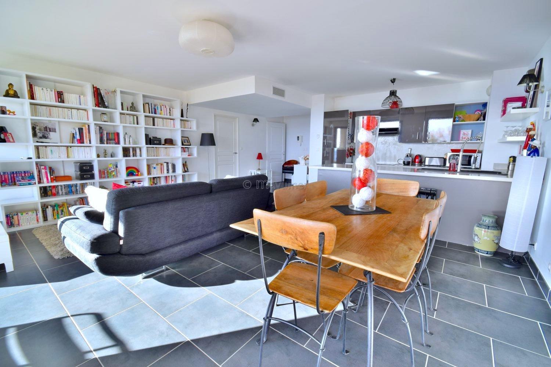Appartement vue mer T3 en RDJ + terrasse 40m2  13016 Marseille