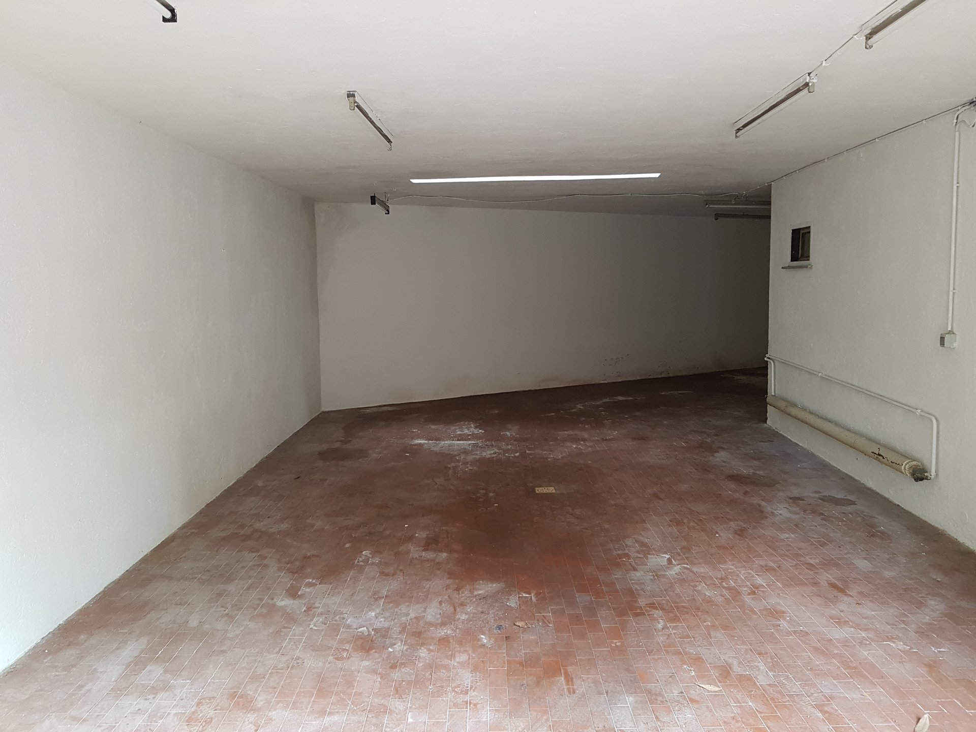 Garage for sale in the centre of Stresa-inner