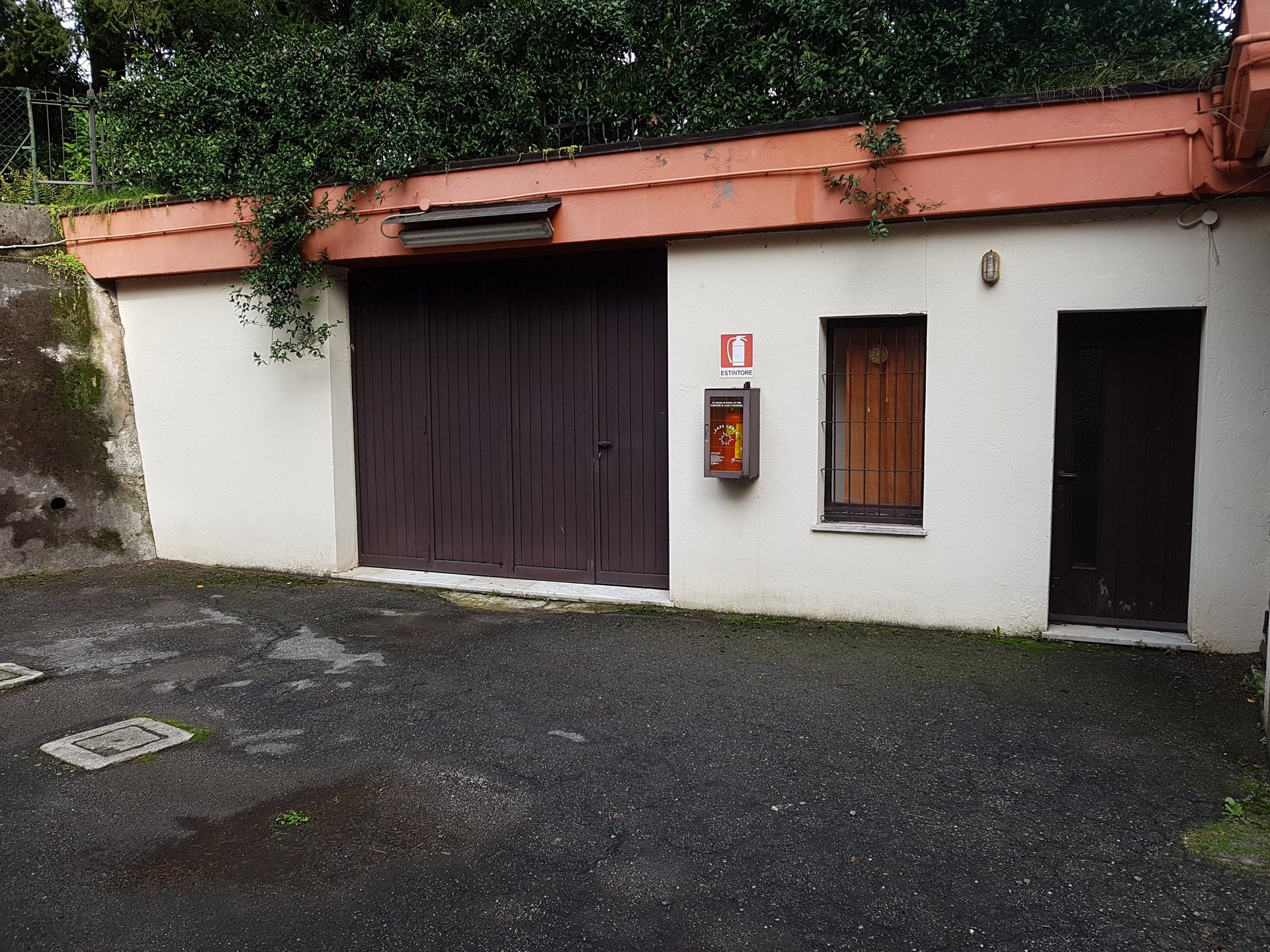 Garage for sale in the centre of Stresa-external of the garage