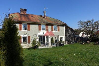 Anciènne maison entièrement rénovée.