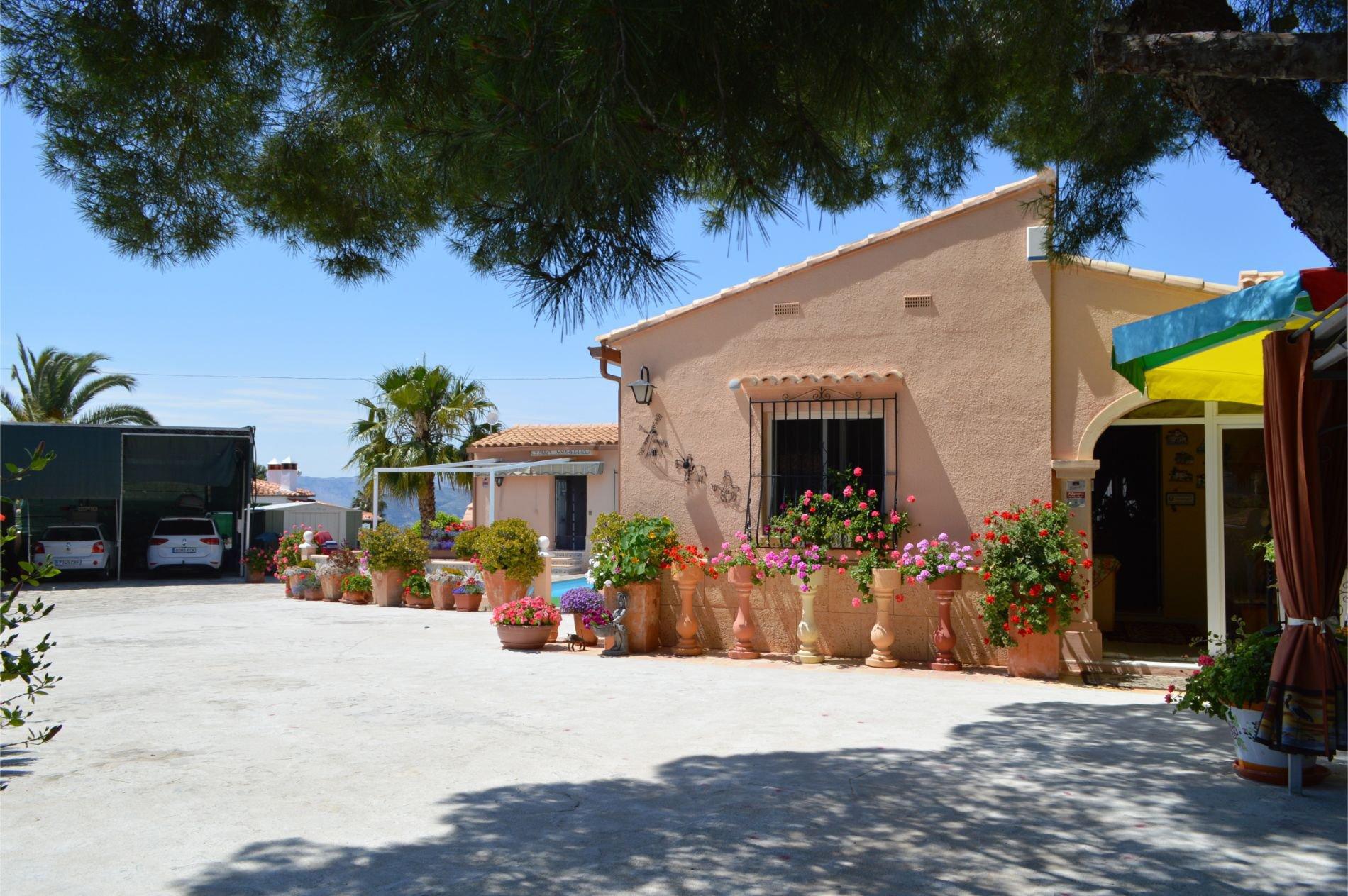 Extensive villa with spectacular sea views