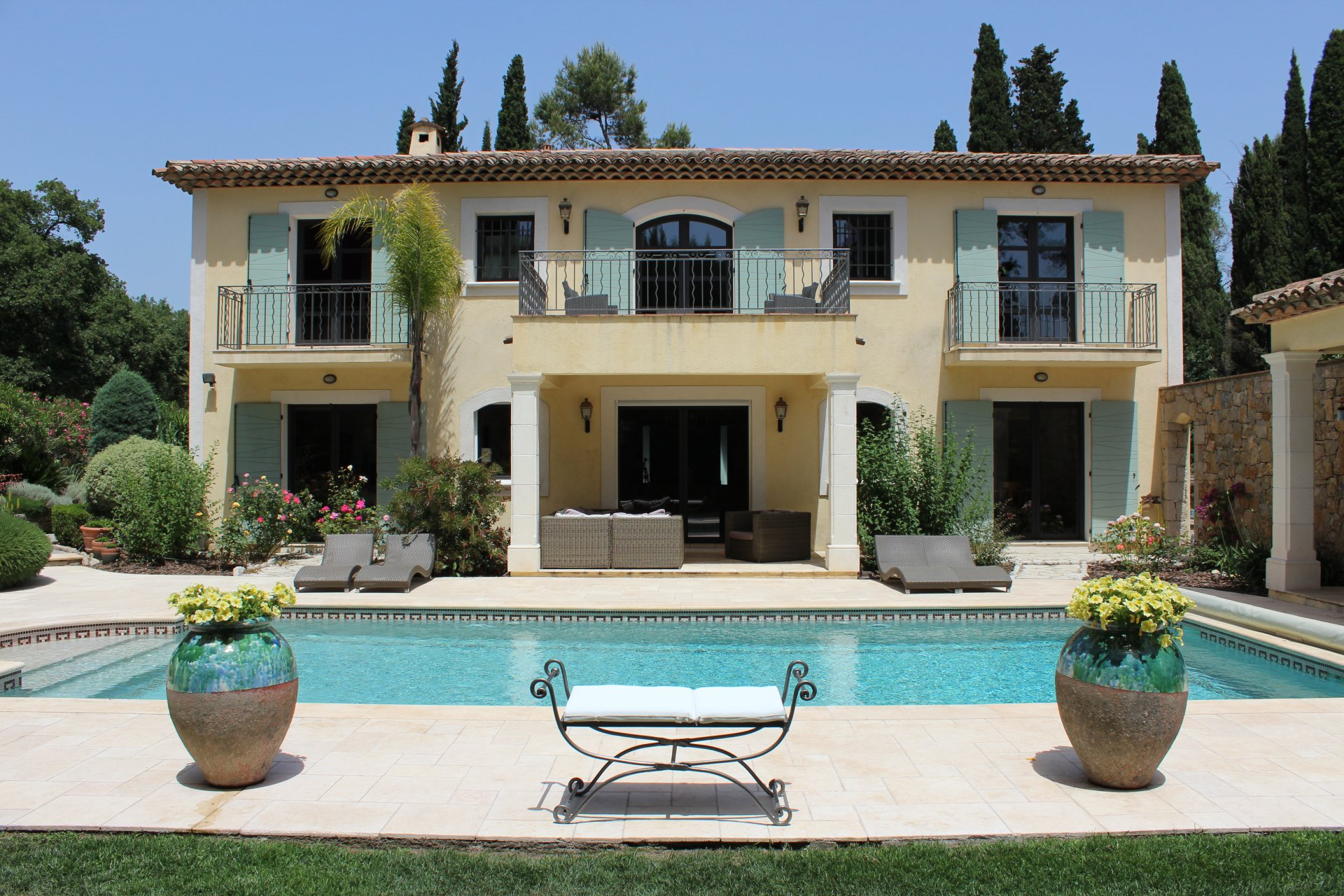5/6 bedroomed turnkey home close to Mougins School