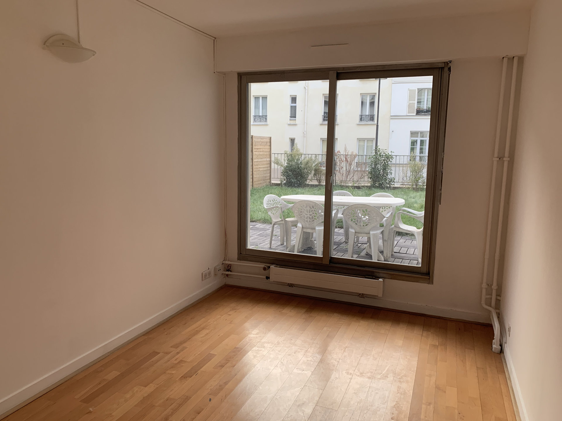 Paris - XI ème - SQUARE JULES VERNE - 3 Pièces - 2 chambres - TERRASSE / JARDIN - SOLEIL - CALME - CADRE VERDOYANT - PARKING COMPRIS - À RÉNOVER ENTIÈREMENT