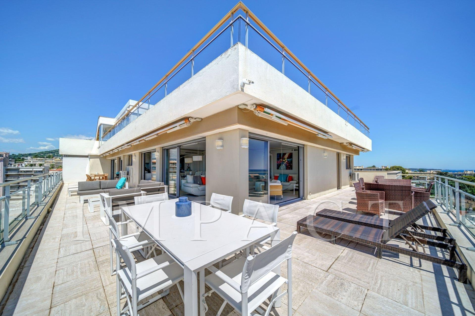 Penthouse to rent  entirely renovated in Cannes.