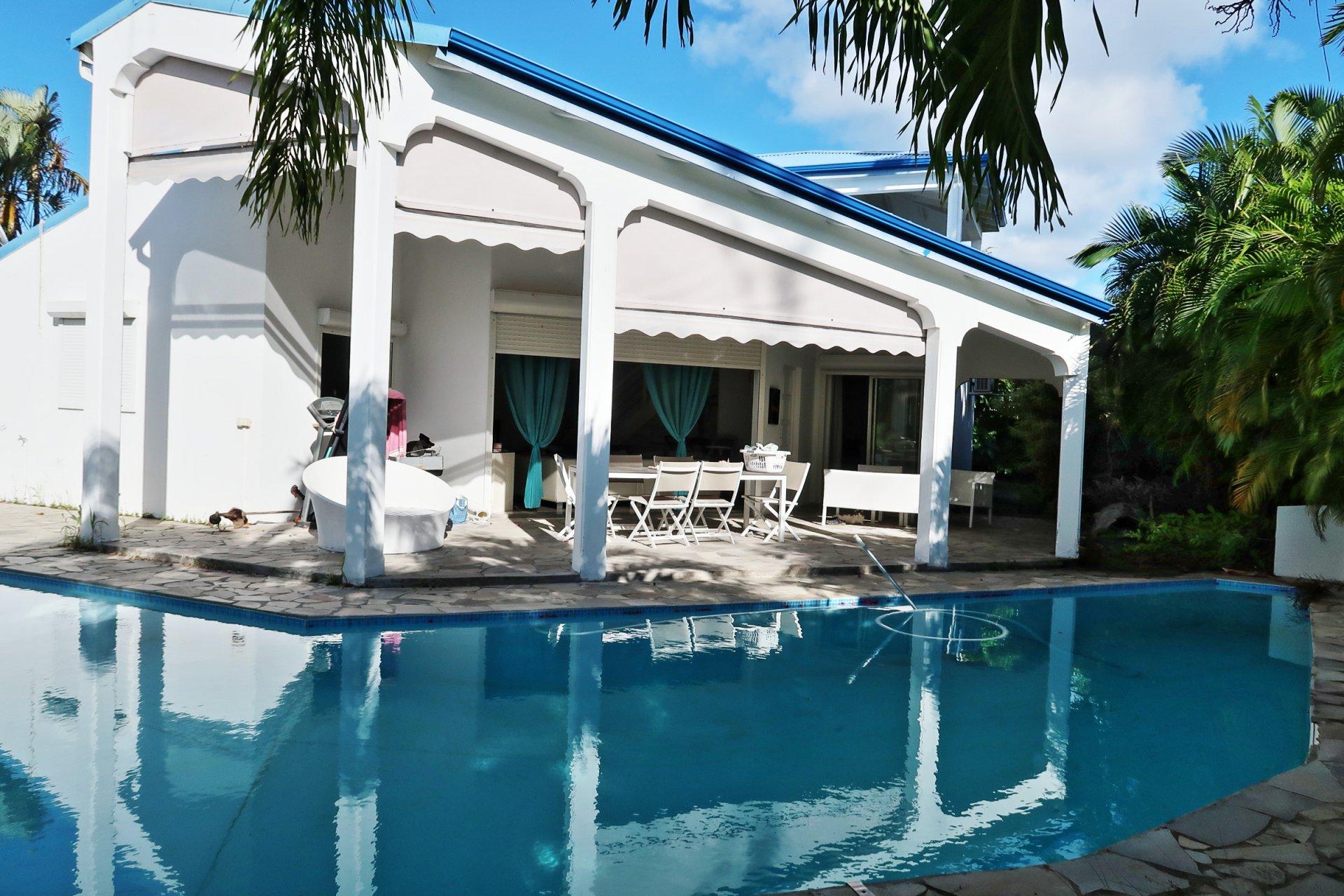 Villa T5 / 4 CH avec piscine en bordure du Golf