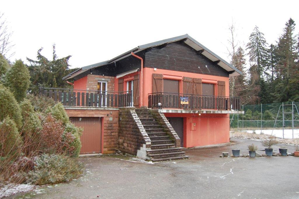 VOSGES - Près pistes de ski, chalet avec tennis sur 3.245 m2 à rénover