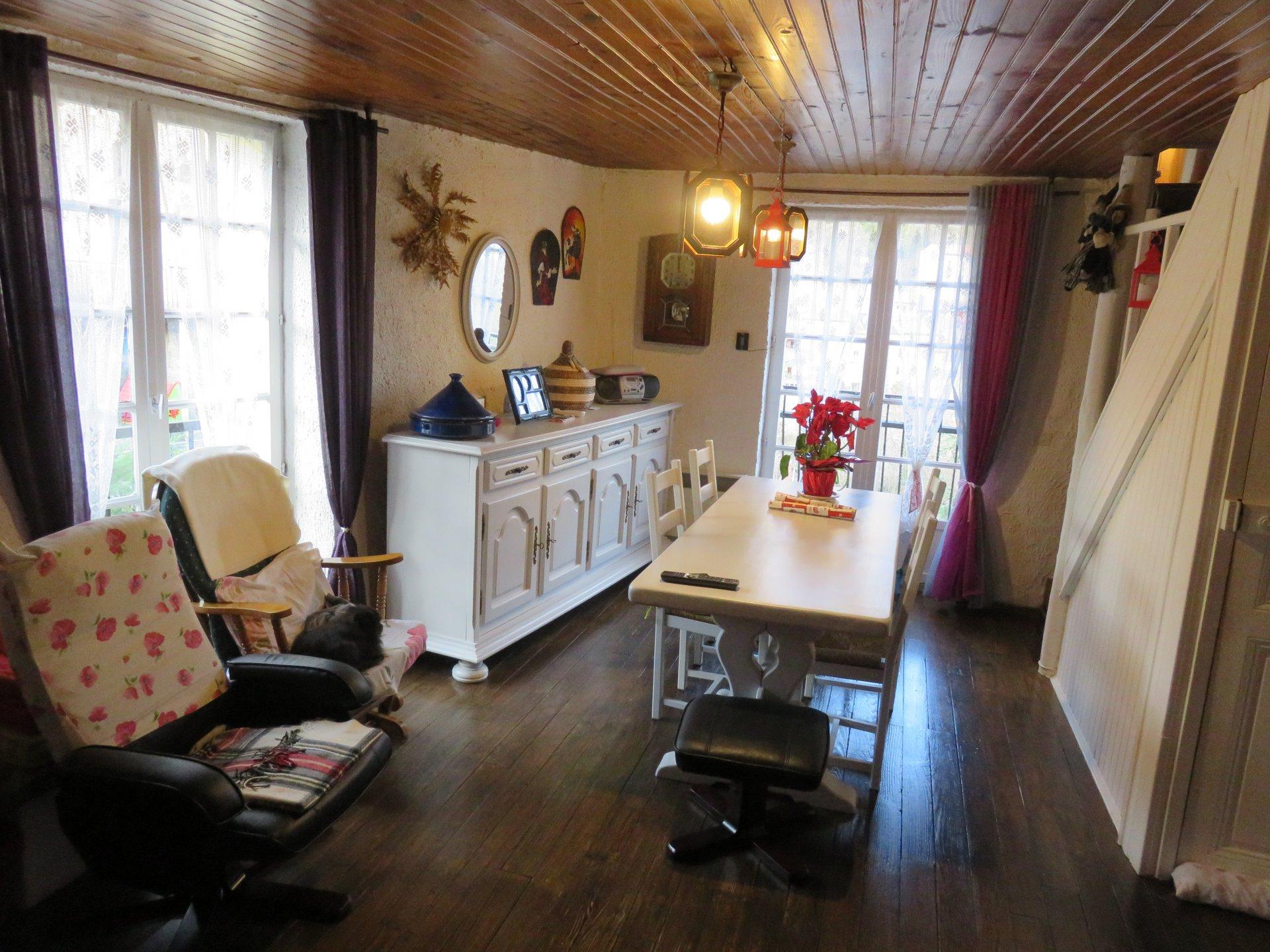 A Serdinya, maison de village, rénovée, 2 chambres, un bureau