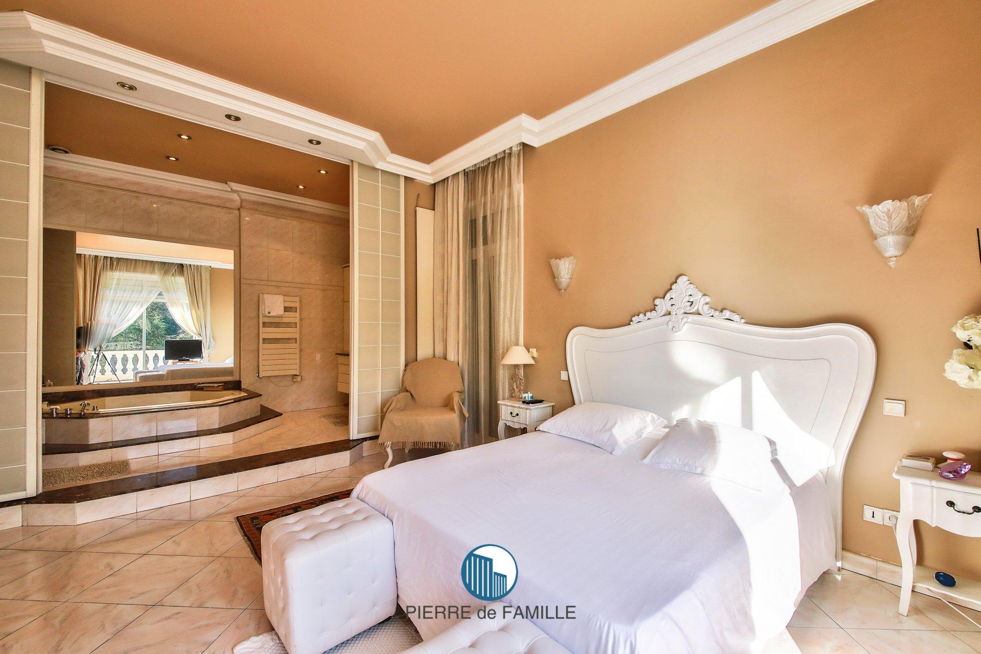 Marseille 8ème- Villa- Piscine