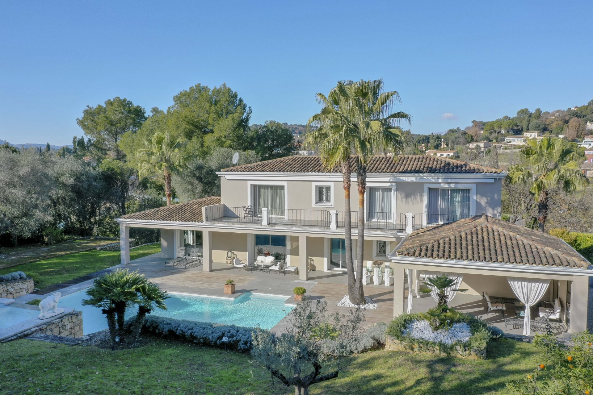 MOUGINS - IN A SMALL PRIVATE DOMAIN