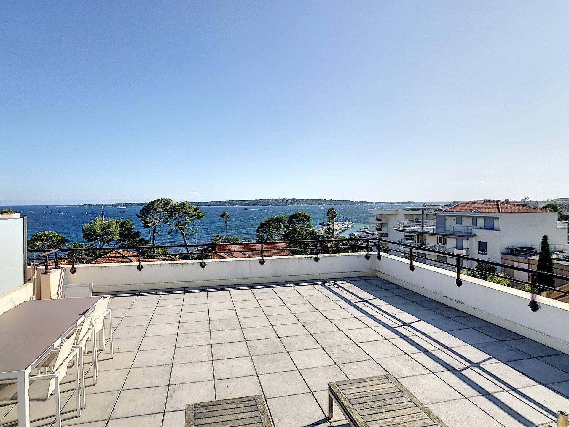 Cannes Palm Beach sea view