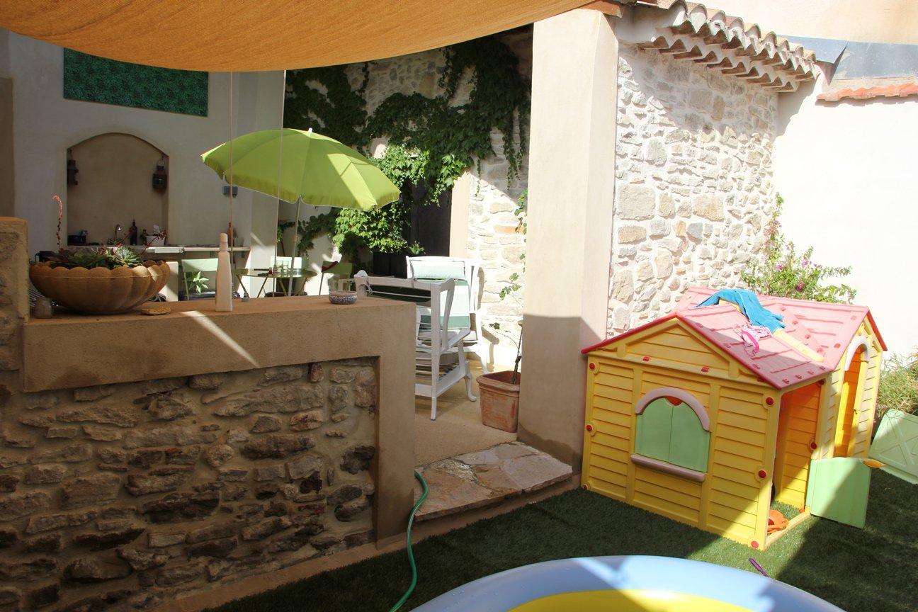 Karaktervol huis in levendig centrum in de Aude