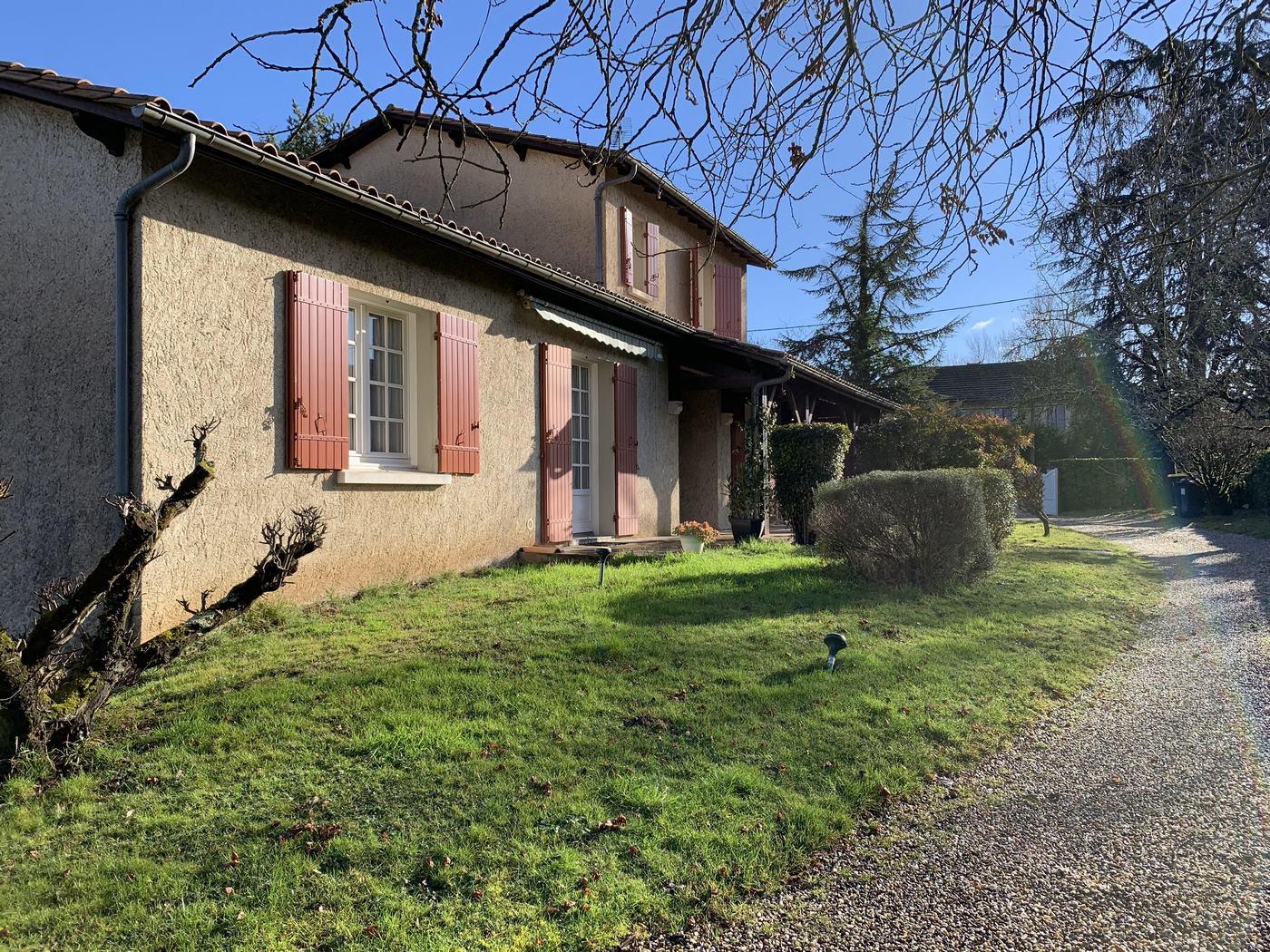 Maison de plain pied avec tour, vue sur Dordogne