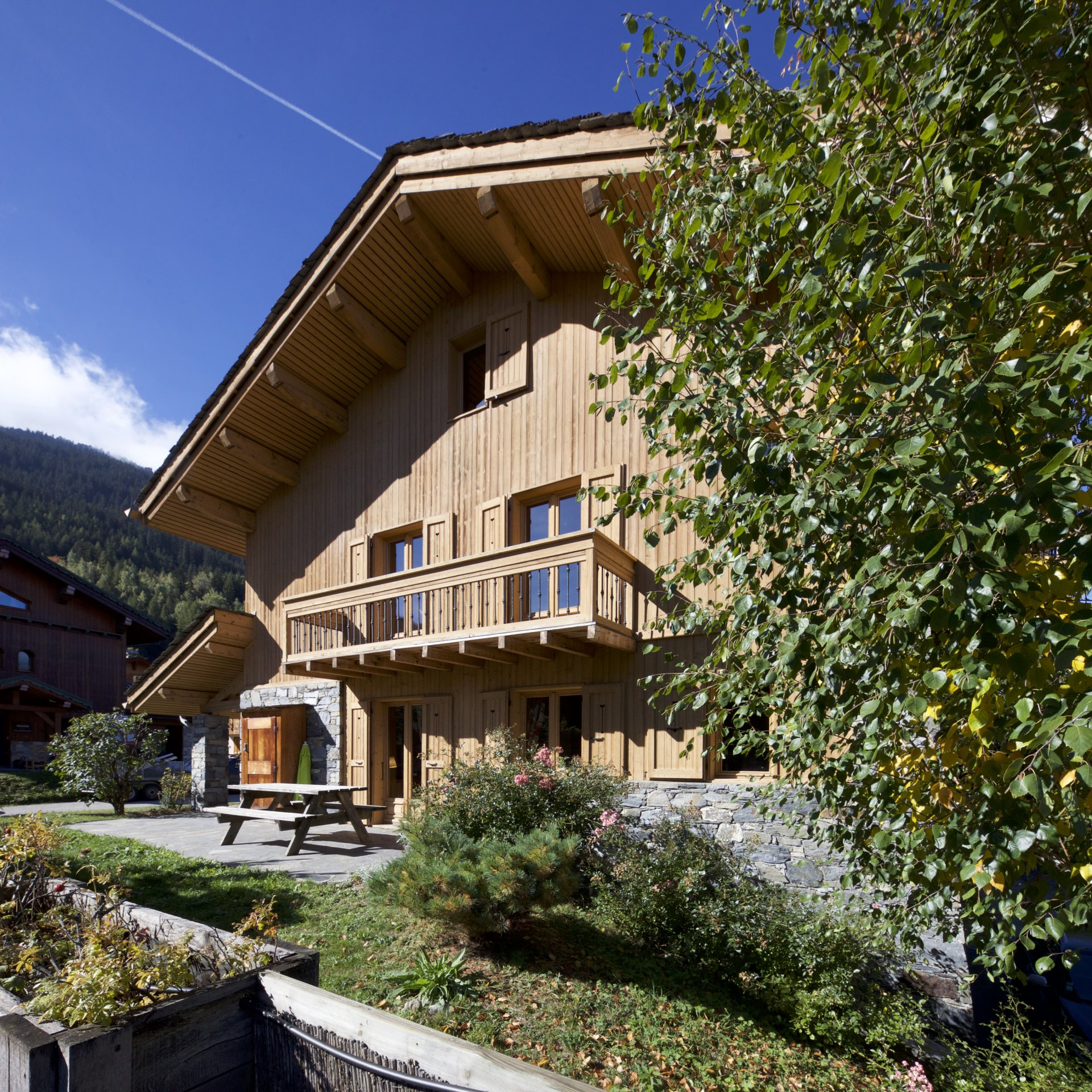 BEAUTIFUL CHALET - COURCHEVEL LE PRAZ