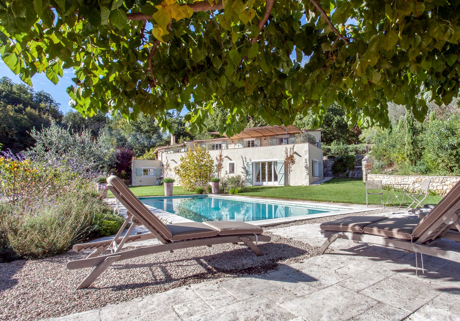 Family Villa in quiet setting close to Valbonne