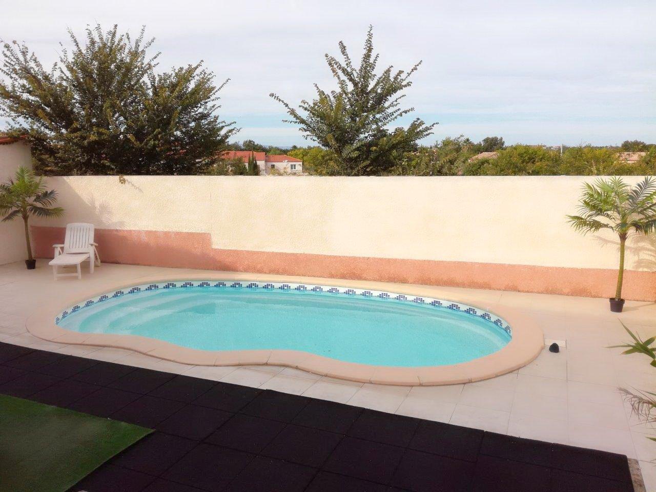 Perpignan sud, belle villa récente T5 de plain-pied avec piscine