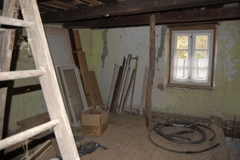 VOSGES - Border village, old stone house to renovate on about 628 m2 of land