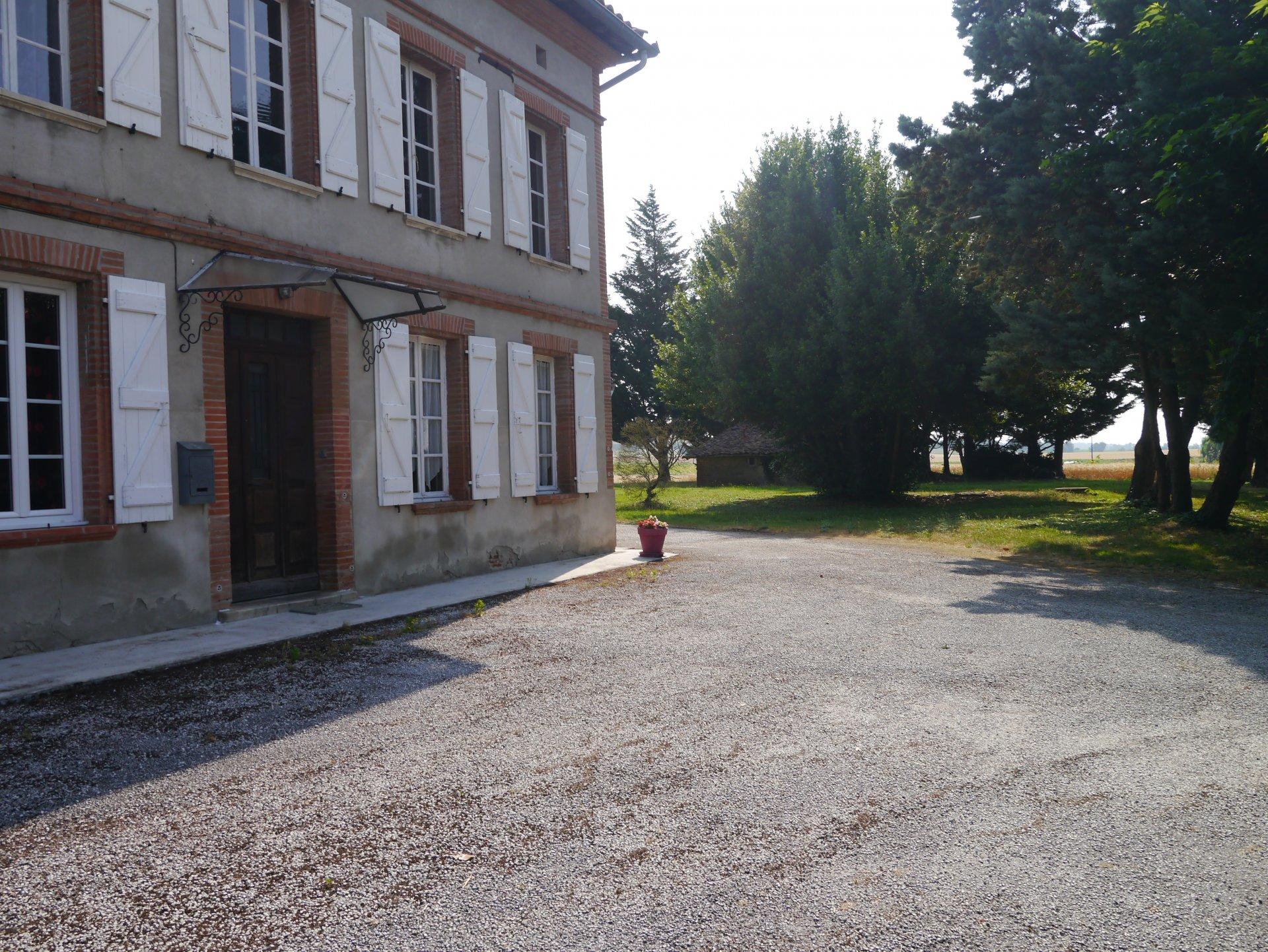 A 20 min de Toulouse grande maison ancienne