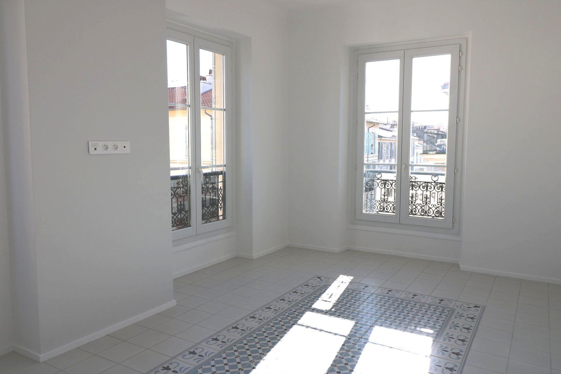 3-room, Carré d'Or district