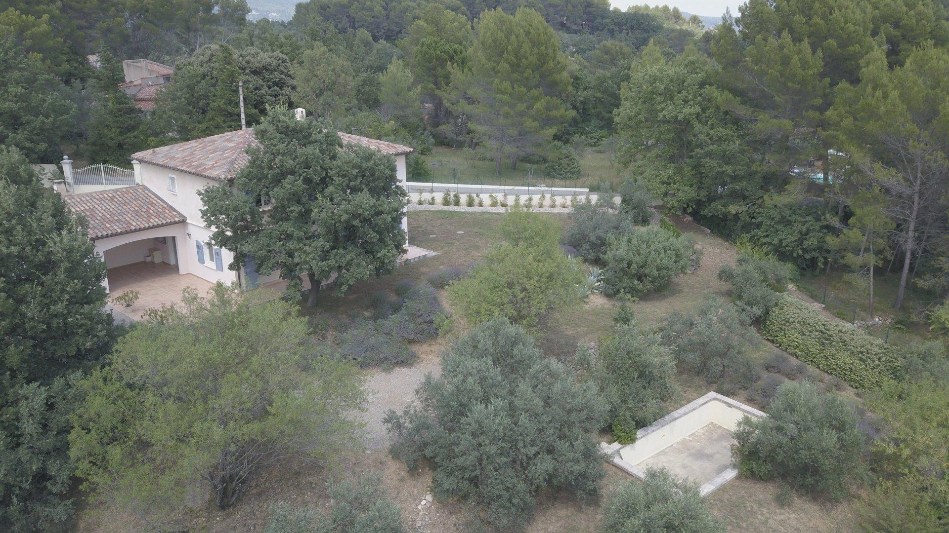 à 45 min de Cannes, villa récente 4 chambres, piscine