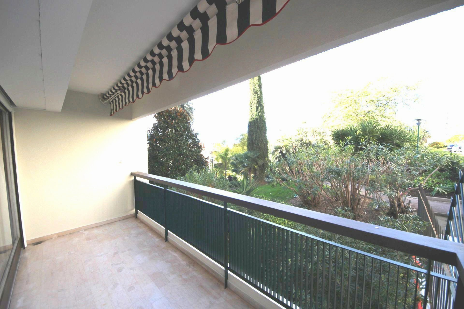Large Studio 41 sqm with terrace in Montfleury / Cannes