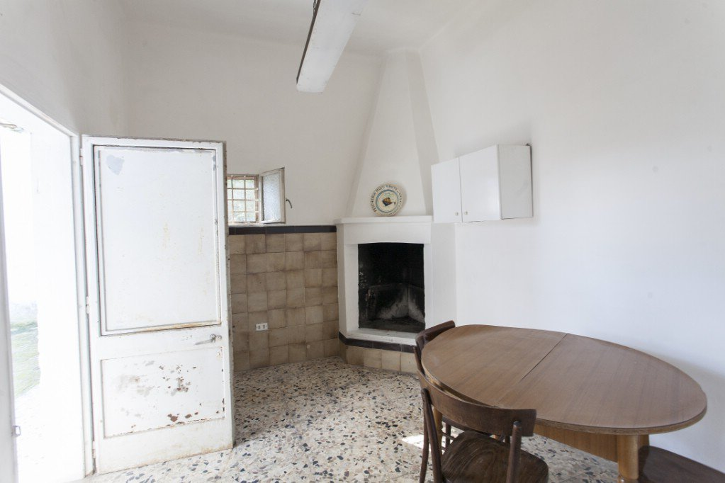2 bedrooms villa with garden, renovation needed
