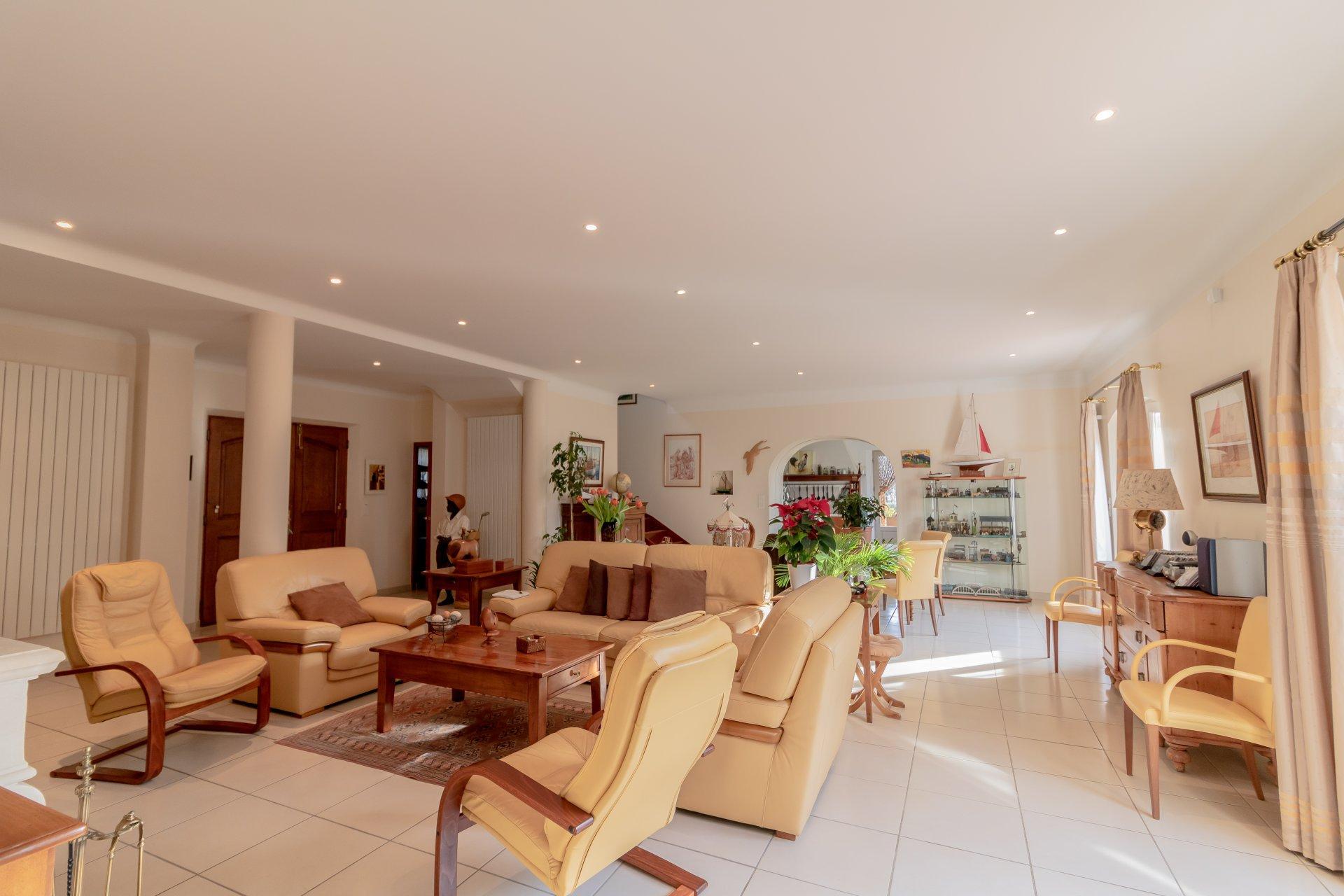 Draguigan, 2 new villas,  pool, garages