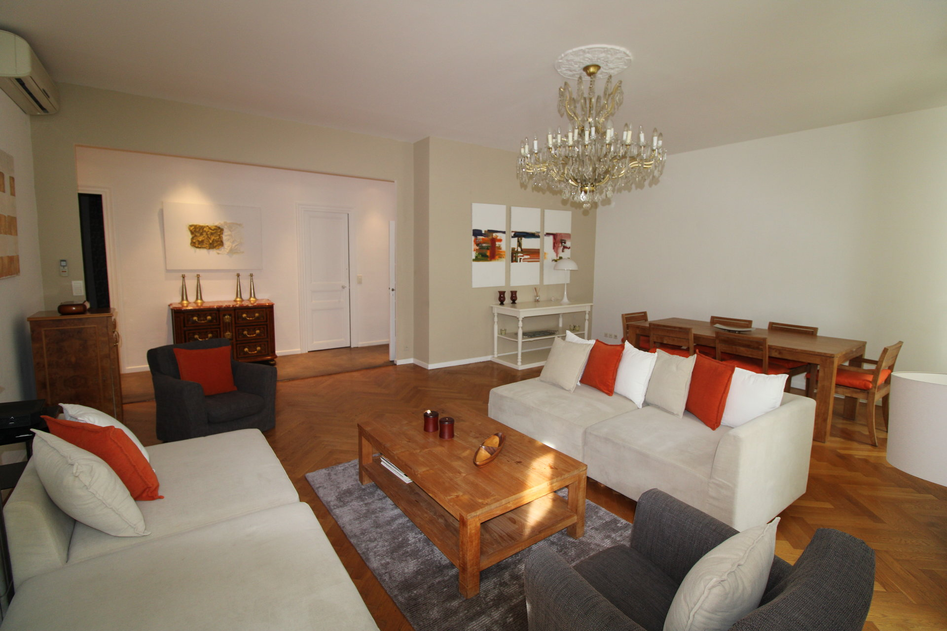 APARTMENT LOCATED AT FIVE MINUTS FROM THE EXHIBITION CENTER AND FROM THE BEACH.