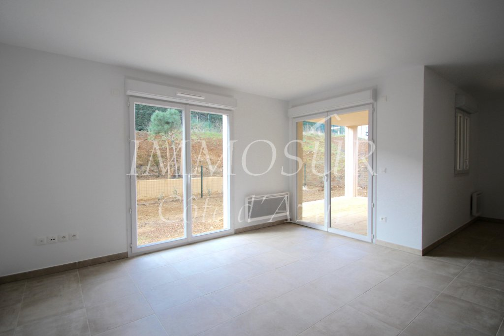 APPARTEMENT WITH TERRACE GARDEN LEVEL