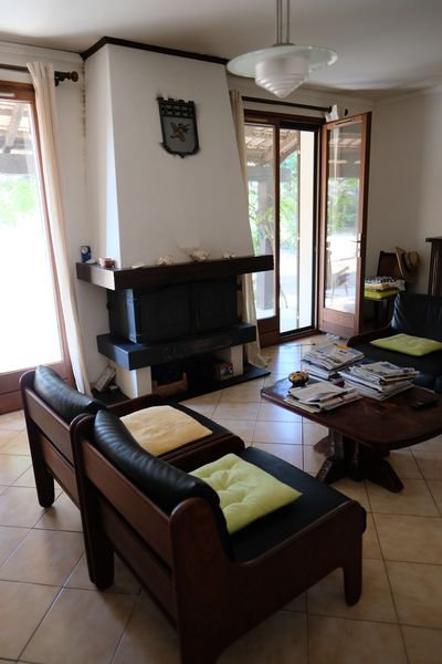 House 3 bedrooms, veranda, 2 garages, pool