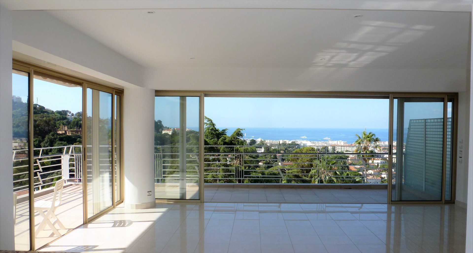 TOP FLOOR 3P 93 M² + 45M² PANORAMIC SEA VIEW
