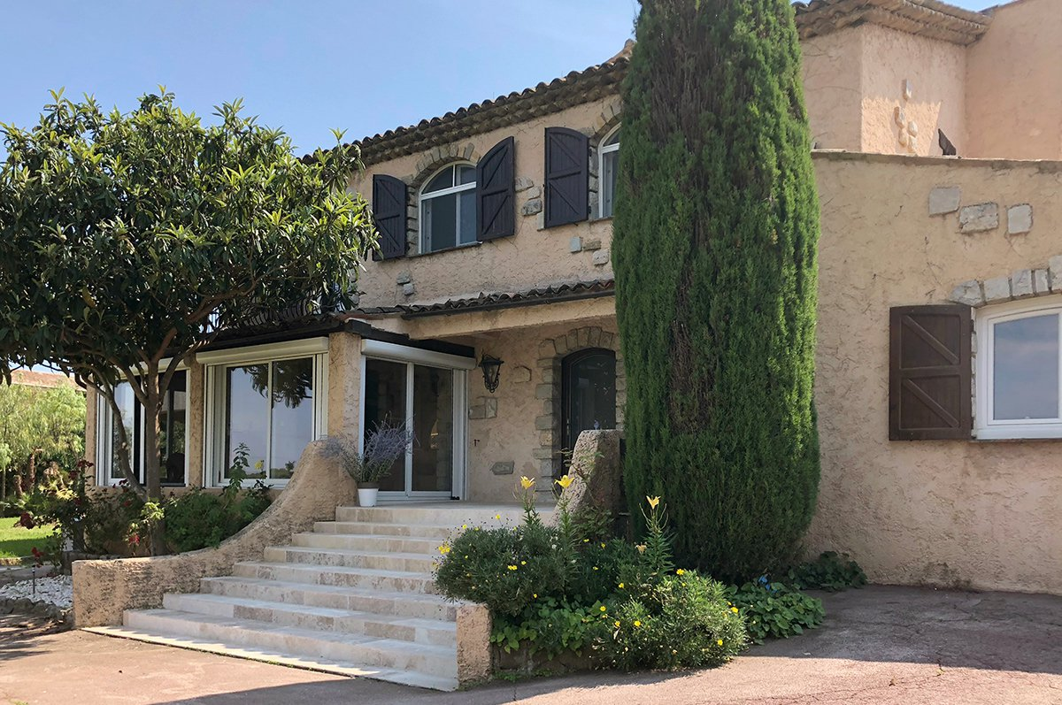 Spacious renovated villa close to Mougins School