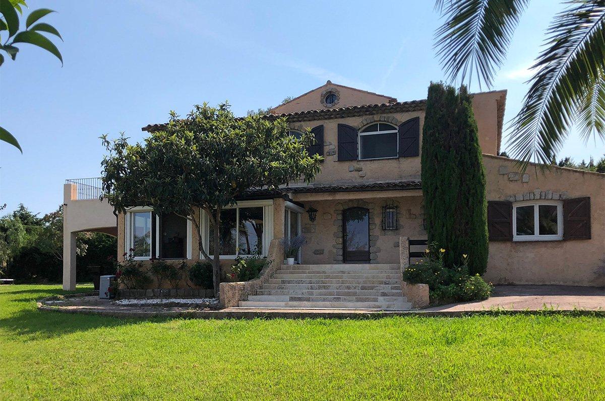 Spacieuse villa rénovée proche Mougins School