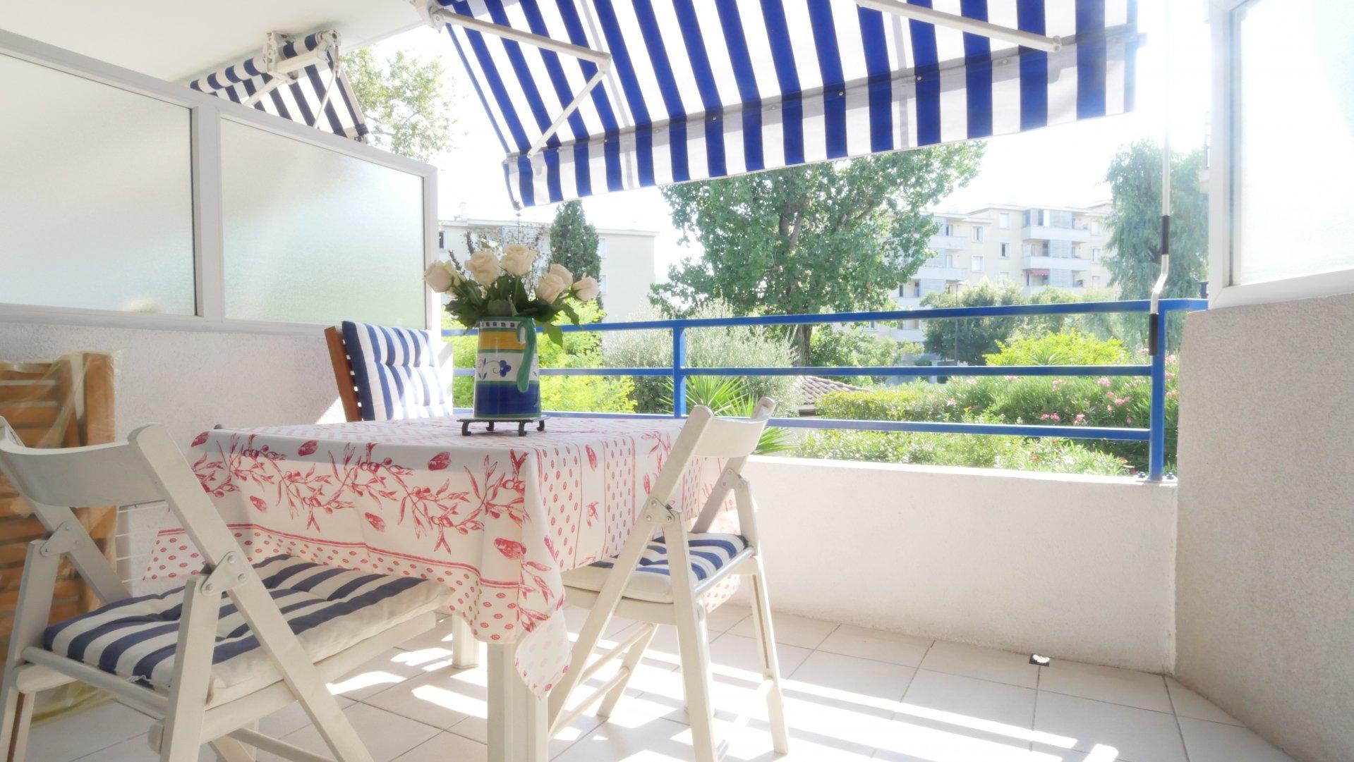 CANNES, Studio avec terrasse et parking prive