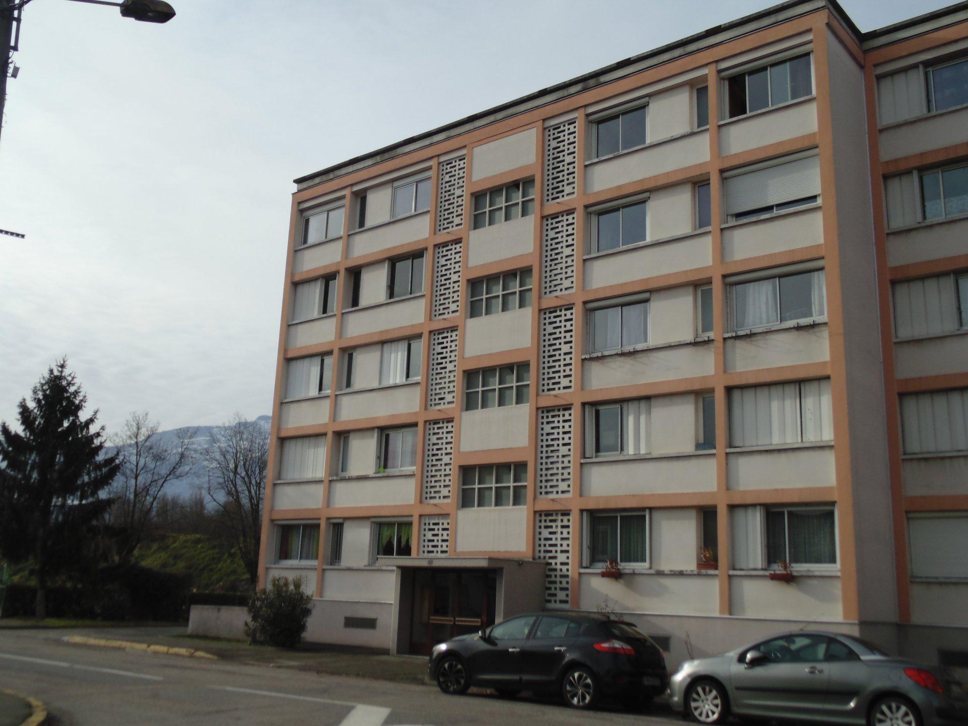 T3  EYBENS  -  rue Victor Hugo