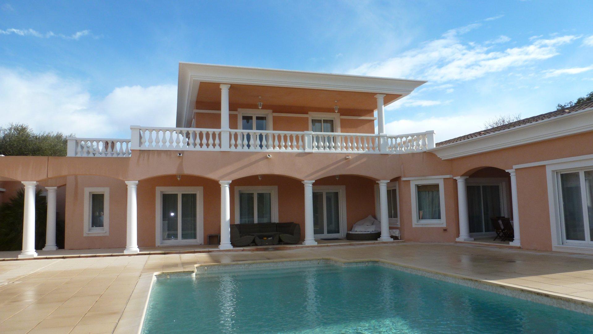 Superbe Villa Contemporaine 400M² proche CANNES
