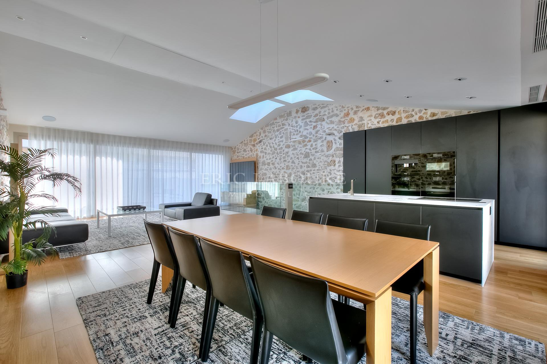 Ceiling fan, natural light, kitchen bar