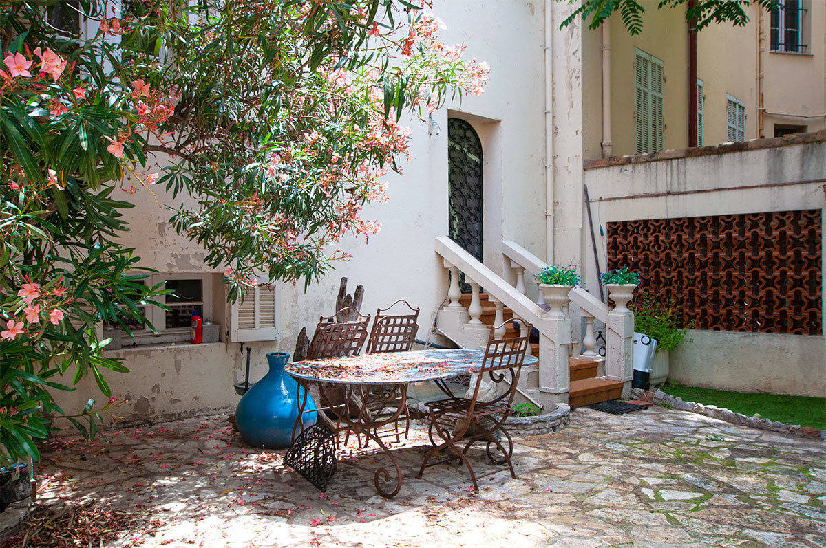 Cannes - Renovated 6 bed town house in a quiet residential area