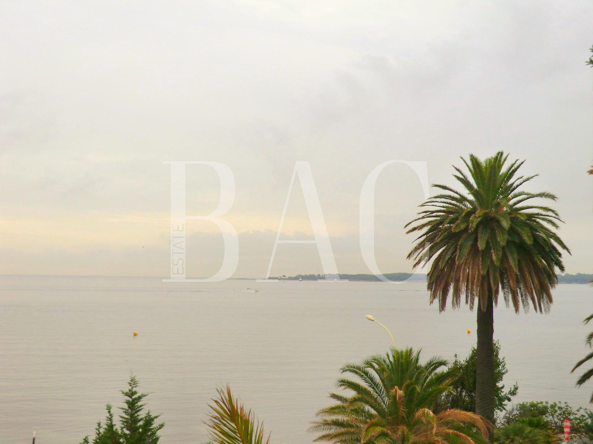 Cannes at Palm Beach and with a beautiful sea view