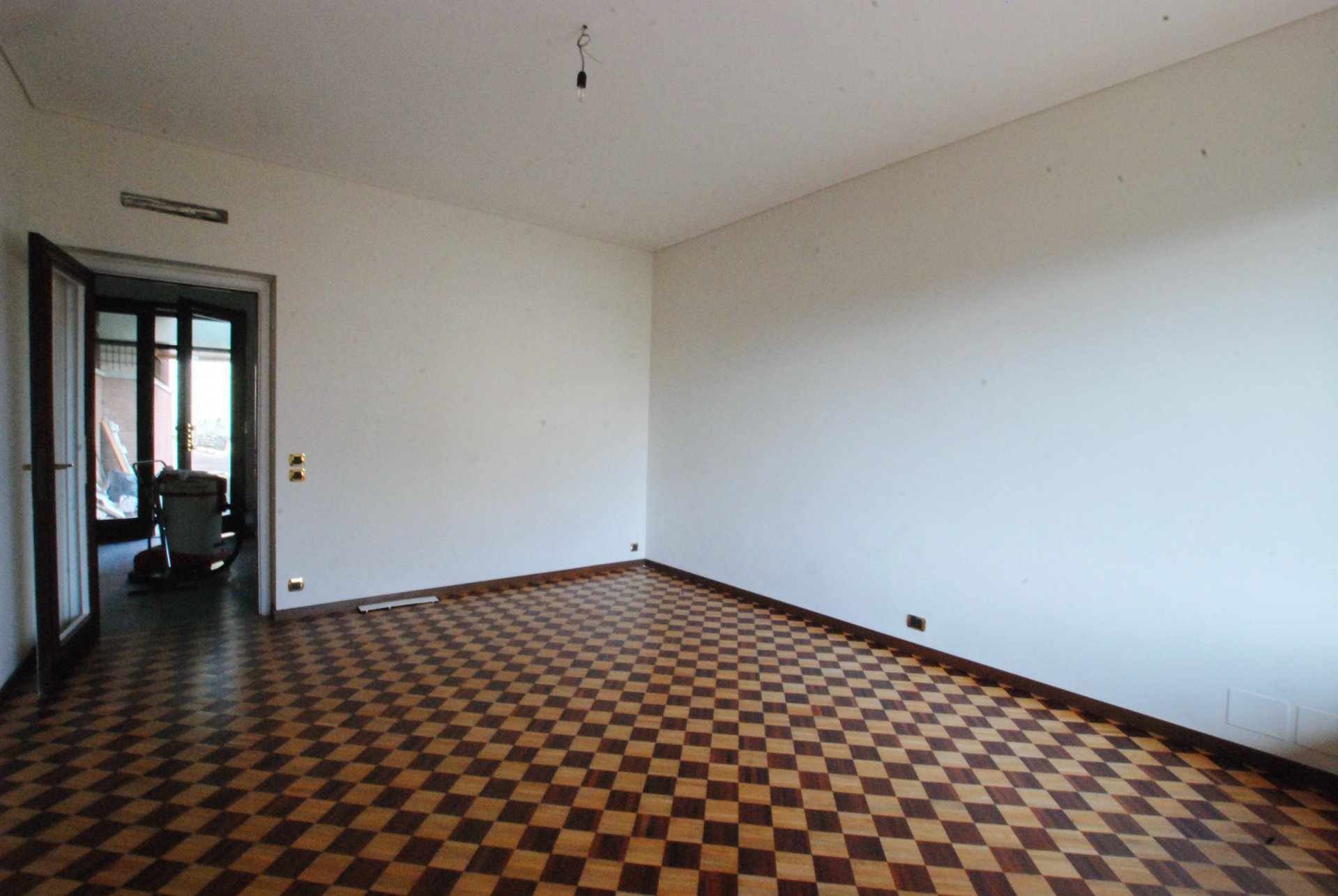 Ground floor rent apartment in the centre of Stresa-wide living room