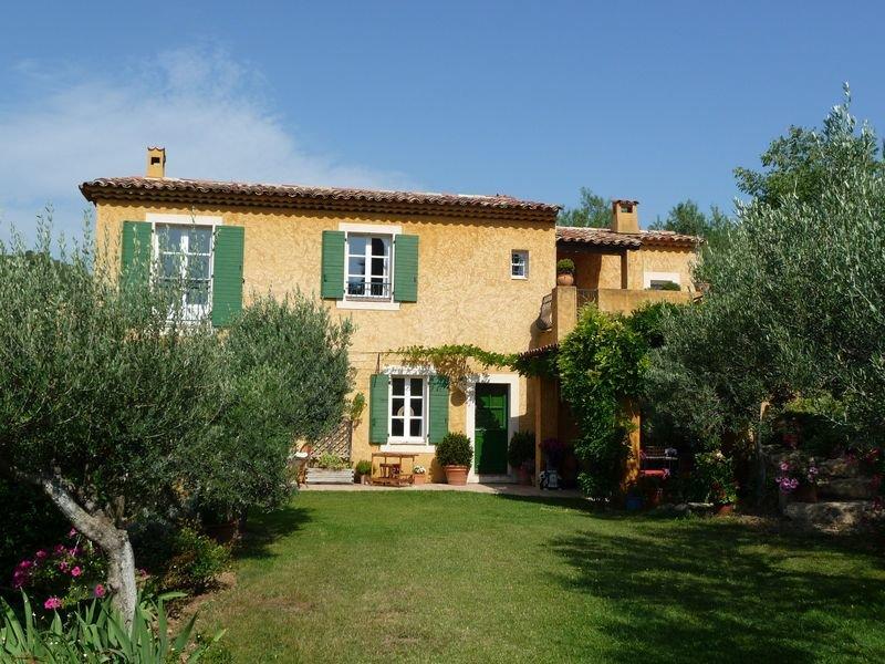 In the village, wonderful view, 4 bedrooms, garage, pool